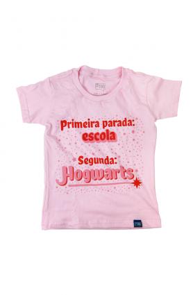 """Camiseta infantil """"Escola de Magia"""" - Malha rosa"""