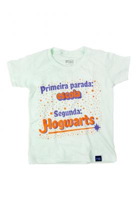 """Camiseta infantil """"Escola de magia"""" - Malha verde"""